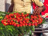 Street selling strawberries — Stock Photo