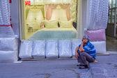 Grand Bazaar - Kapali Carsi salesman, Istanbul — Stock Photo