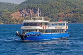 Tourist boat sails Bosphorus — Stock Photo