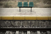 Railway station with platforms and seats — Stock Photo