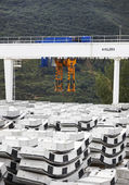 Bridge crane with keystones — Stock Photo
