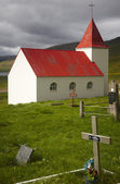 Iceland. West fiords. Traditional icelandic church with cemetery — Stock Photo
