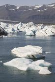 Iceland. Southeast area. Jokulsarlon. Icebergs and lake. — Stock Photo