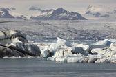 Iceland. Southeast area. Jokulsarlon. Icebergs, lake and glacier — Stockfoto