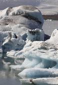 Iceland. Southeast area. Jokulsarlon. Icebergs, lake and glacier — Stock Photo