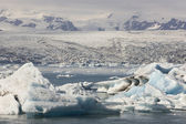 Iceland. Southeast area. Jokulsarlon. Icebergs, lake and glacier — Foto de Stock