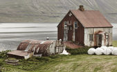 Iceland landscape in Seydisfjordur. Abandoned rusted farm and fi — Stock Photo