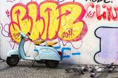 Scooter and graffiti — Stock Photo