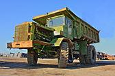 Büyük eski inşaat kamyonu - hdr — Stok fotoğraf