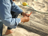 Fisherman mending the fishing net — Stock Photo