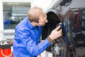 Car mechanic repairs the brakes — Stock Photo