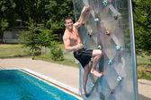 Man on climbing wall — Foto de Stock