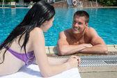 Man and woman flirting at swimming pool — Foto de Stock