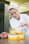Confectioner, baker or pastry cook preparing cake — Stock Photo