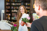 Cashier in flower shop or Garden Center serving customer — Stock Photo