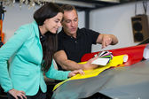Car wrapping specialist consulting client about vinyl films — Stock Photo