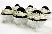 Jumbo Vegan Cookies n Cream Cupcakes — Stock Photo