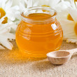 Bowl with honey and daisies — Stock Photo