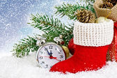 Santa's boot and clock on snow — 图库照片