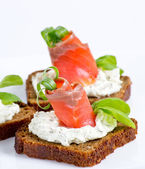 Sliced salted salmon served with rye bread   — Stock Photo