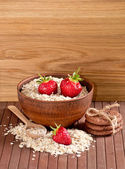 Oatmeal, strawberries and cookies — Stock Photo