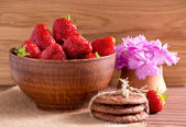 Still life of strawberries, cookies and cloves — Stock Photo