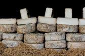 Vendedor de queijo no mercado local — Foto Stock