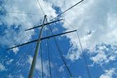 Yacht-Mast mit blauer Himmel — Stockfoto