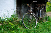 Old bicycle near the house — Stock Photo