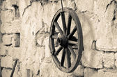Wooden wheel on the wall — Stock Photo