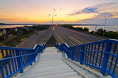 Walking stairs to the highway — Stockfoto