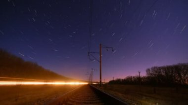 Night rails -green light train way with motion stars, stratrails skyes timelapse — Stock Video