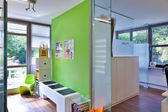 Sala de espera de clínica ou médica - com cadeiras vazias — Foto Stock