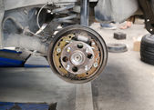 Old brake pads and cylinder brake drum — Stock Photo