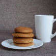 Oatmeal cookies and tea — Stock Photo