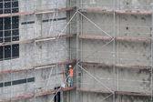Byggnadsställningar på hyreshus — Stockfoto