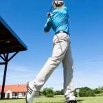 golfista střílet golfový míček — Stock fotografie