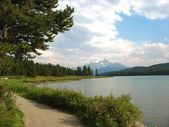 Stig längs maigne lake — Stockfoto