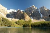 Mountains over Moraine Lake — Stock Photo