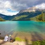 Couple at Emerald Lake — Stock Photo