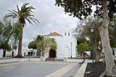 Yaiza Church and Square — Stockfoto