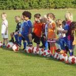 små barn på fotbollsträning — Stockfoto