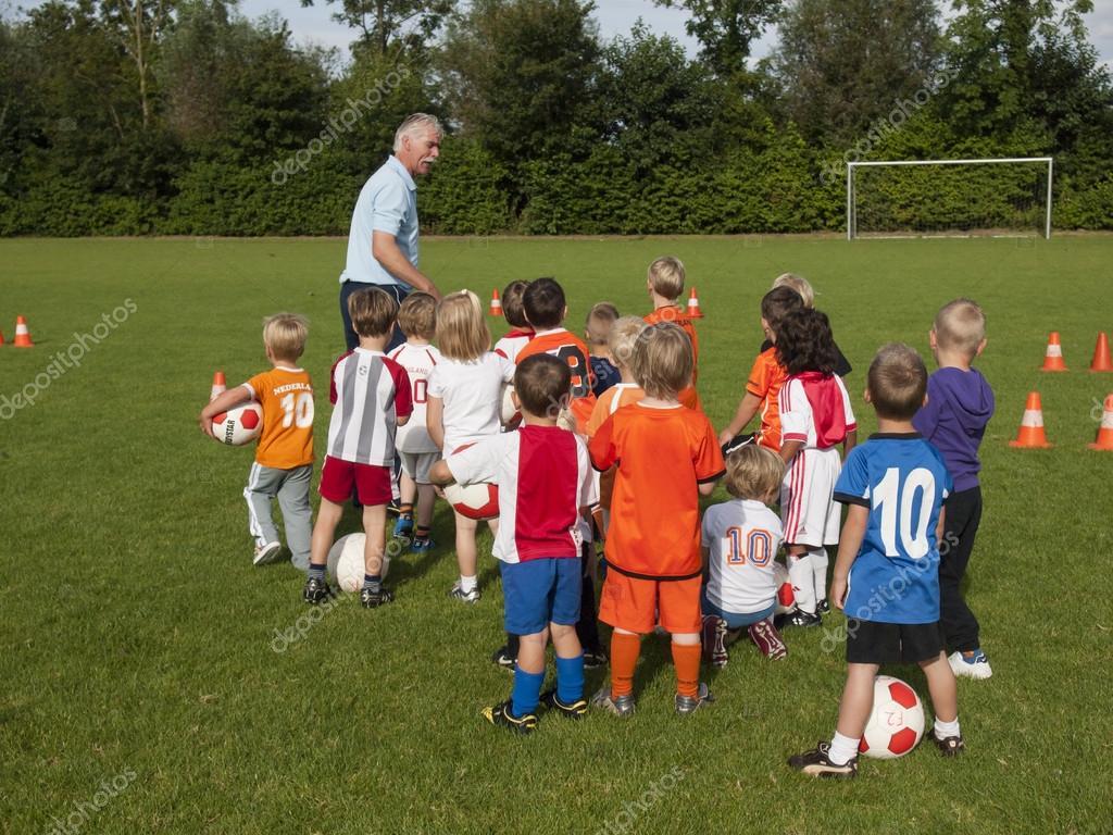 小儿童足球训练