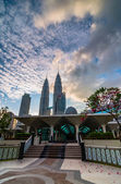 KLCC from As-Syakirin Mosque — Stockfoto