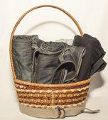 牛仔裤和篮子 — 图库照片