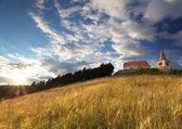 Iglesia católica con el sol y strom en fondo — Foto de Stock