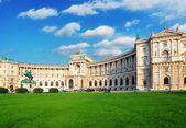 Palacio imperial de hofburg de viena en el día, - austria — Foto de Stock