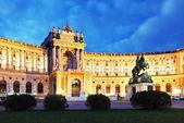 Wien kejserliga palatset hofburg på natten, -österrike — Stockfoto