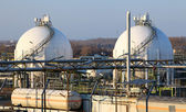 Oil storage tank in Petrechemical plant — Stock Photo
