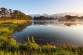 Nature mountain scene with beautiful lake in Slovakia Tatra - St — Stock Photo